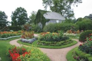 """Shutterbugs"" Set to Explore Historic Gardens"